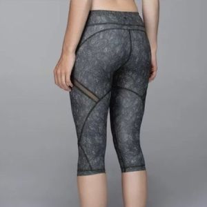 LULULEMON • breezy crop Capri